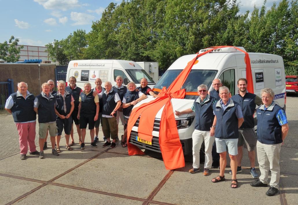 Superblij met de nieuwe bedrijfsbus voor Voedselbank Amersfoort